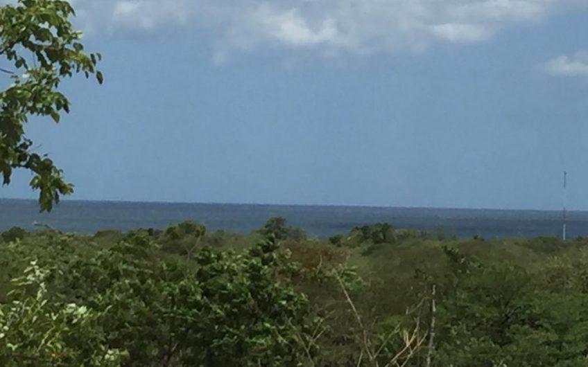 Venta de Media Manzana en el transito a 600 metros de la playa