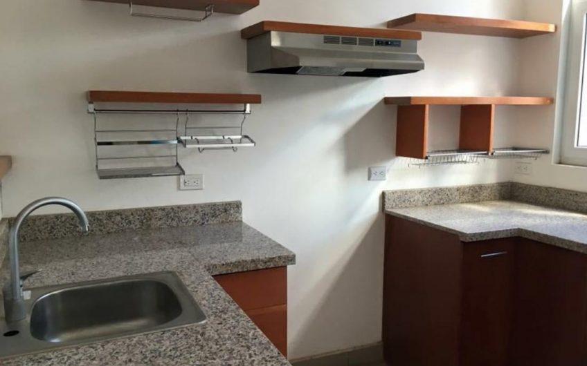 Ganga !! Apartamento en venta en las colinas managua