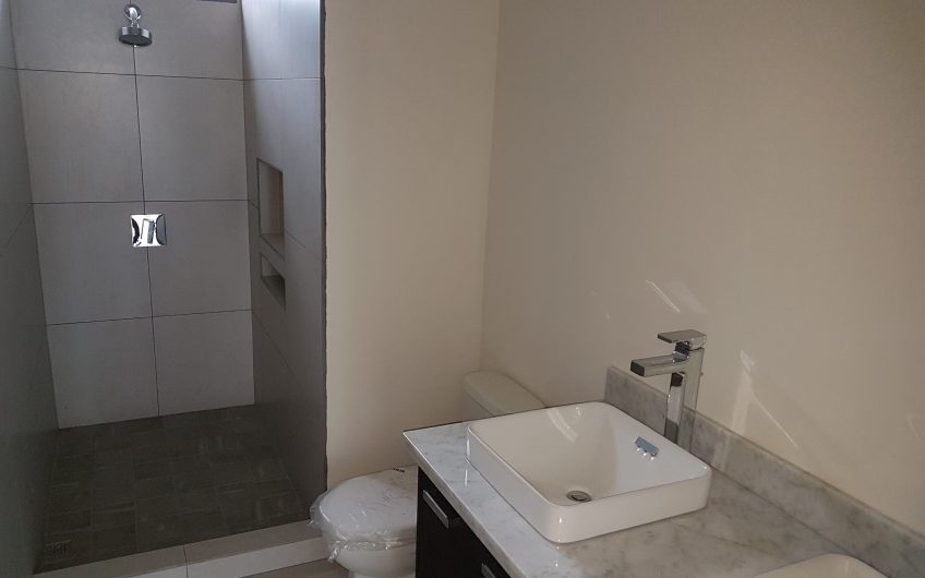Casa Nuevas en Condominio Entrada a Santo Domingo