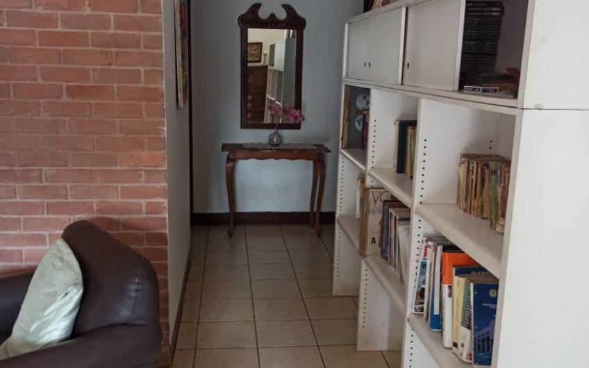 Hermosa casa amueblada lugar céntrico y accesible en Managua