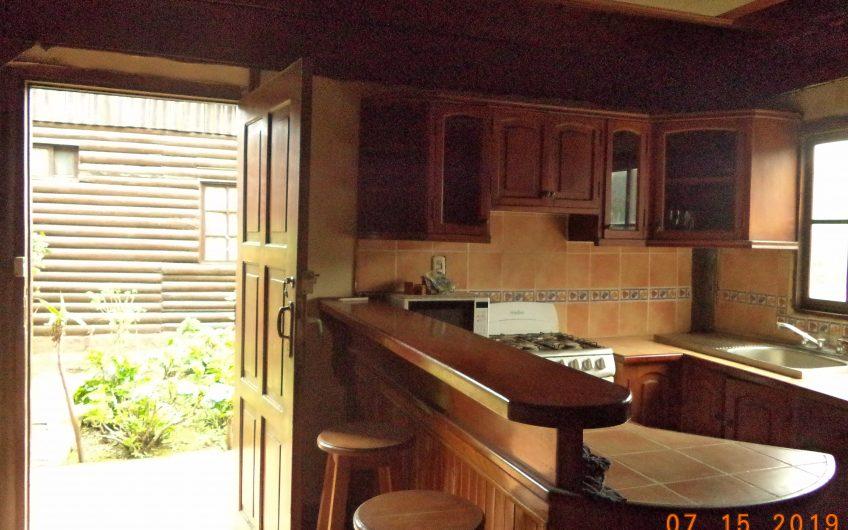 Se Vende/Linda y cálida casa tipo cabaña en El Crucero