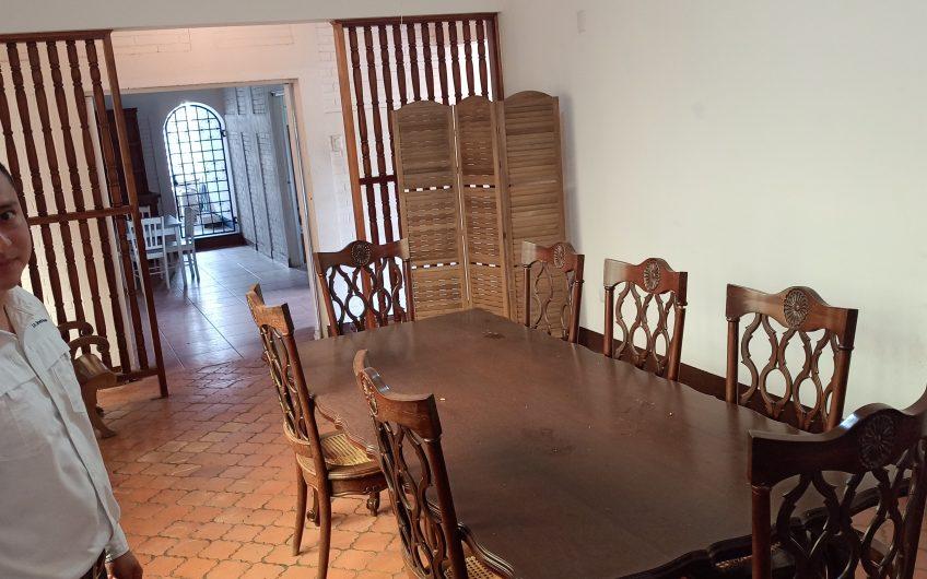 Casa Grande en las colinas Managua Nicaragua. a 400 metros de la pista
