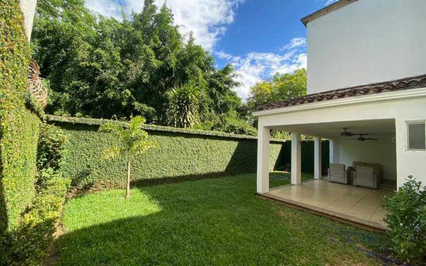 Casa en Renta Condominio Las colinas 1ra entrada