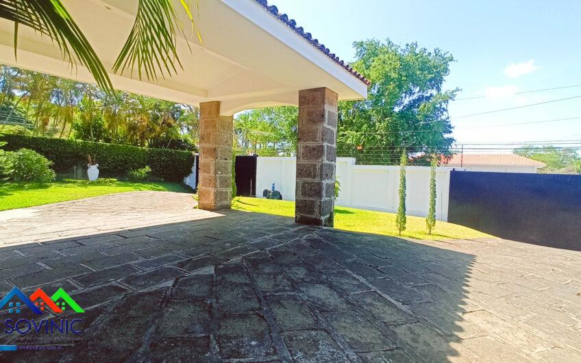 Casa con piscina en la estancia de Santo Domingo