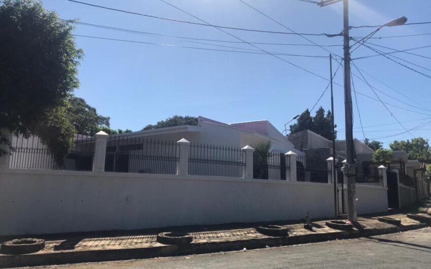 En venta Hermosa Casa esquinera en Reparto San Juan.