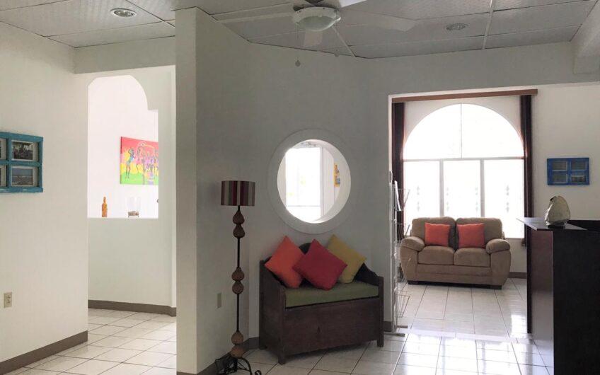 Se Vende Casa Grande En zona Céntrica – Apta Para Hotel