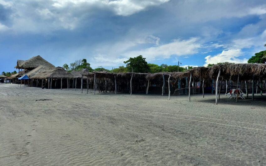S e Vende Local en  Centro turistico  Pochomil /para Negocio, frente  al mar