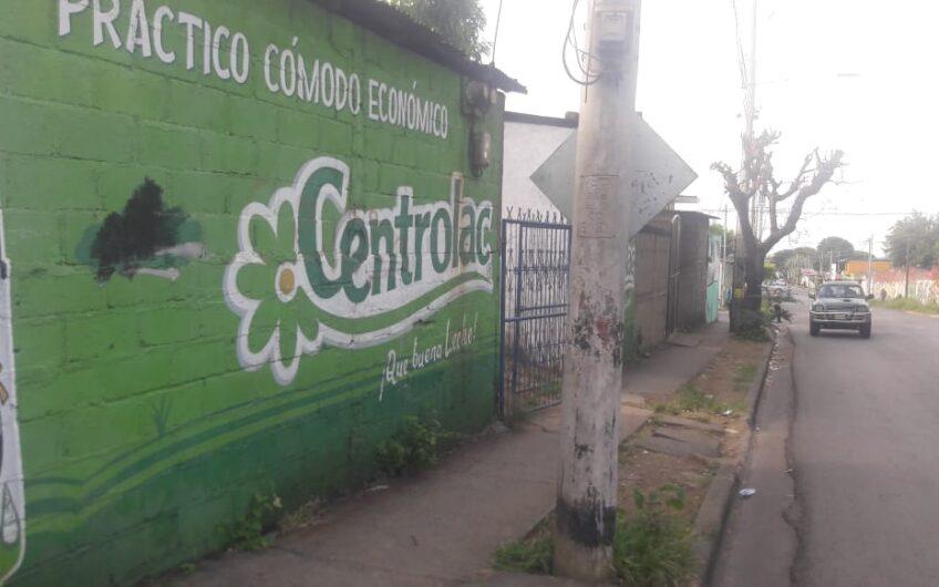 Se vende casa en calle principal de San Judas, Managua/ para remodelar para negocio