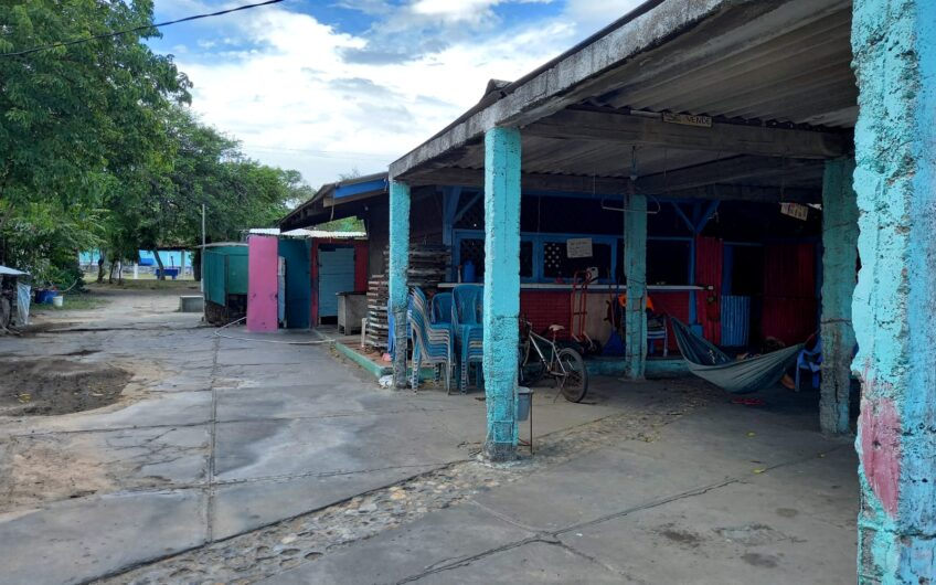 Se Vende Local para negocio en Centro Turistico Pochomil